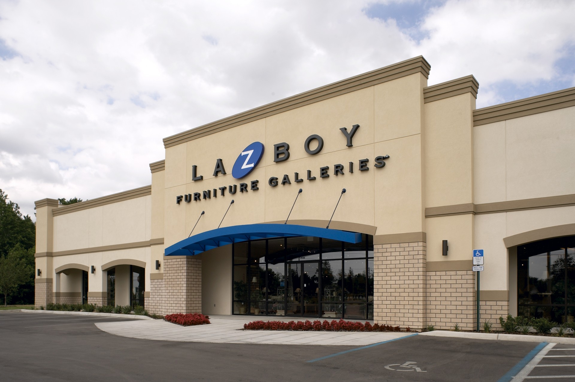 La Z Boy Furniture Galleries – Architecture Studio Inc